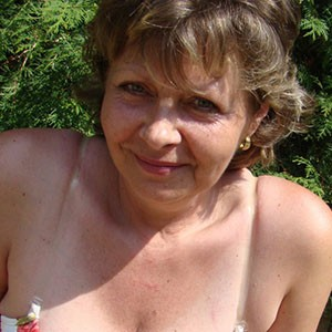 Text Donna on her mobile 07441 908 201 for sexting
